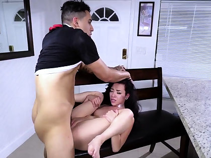 Pioneering pussy licking plus hardcore orgasm first time In a beeline