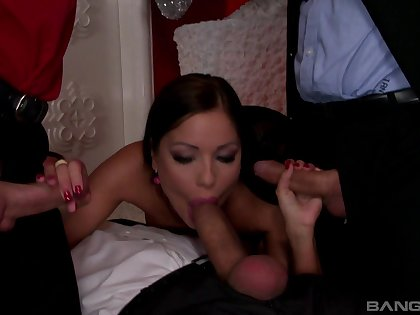 MILF gets busy with three heavy dongs and goes full mode
