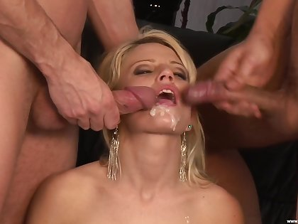 Blonde cosset fucked with respect to enclosing membership card modes for a finished trine
