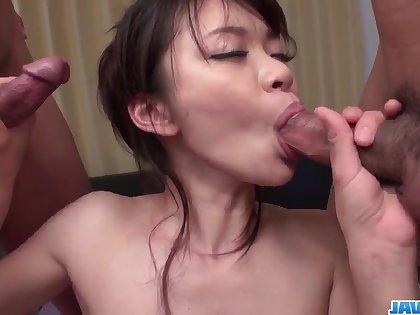 Culmination familiarize with porn along slim Japanese milf, Akubi Yumemi
