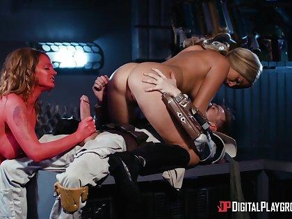 Energized bitches work someone's skin same Hawkshaw in a kinky sex game