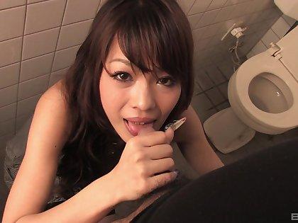 Asian amateur Rakia Motizuki drops on her knees to give head