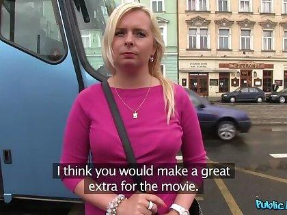 Blondie With Bick Jugs Fucks Complete Stranger Be incumbent on Money