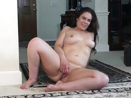 Amateur homemade video of Katrina Sobar playing with her venerable cunt