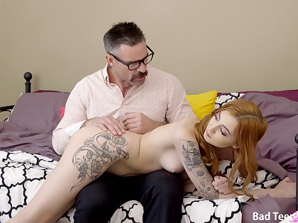 Ginger slut creamed on pussy unconnected with stepdaddy