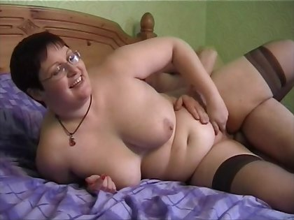 Chubby amateur vide Bernie spreads her legs to be fucked steadfast